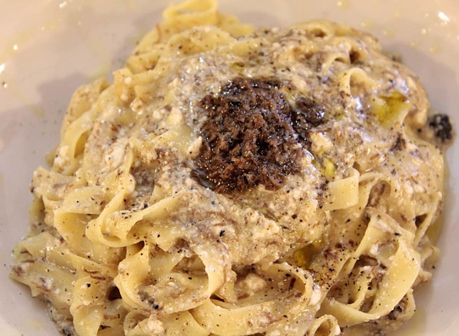Fettuccine fatte in casa Ricotta e Tartufo Nero