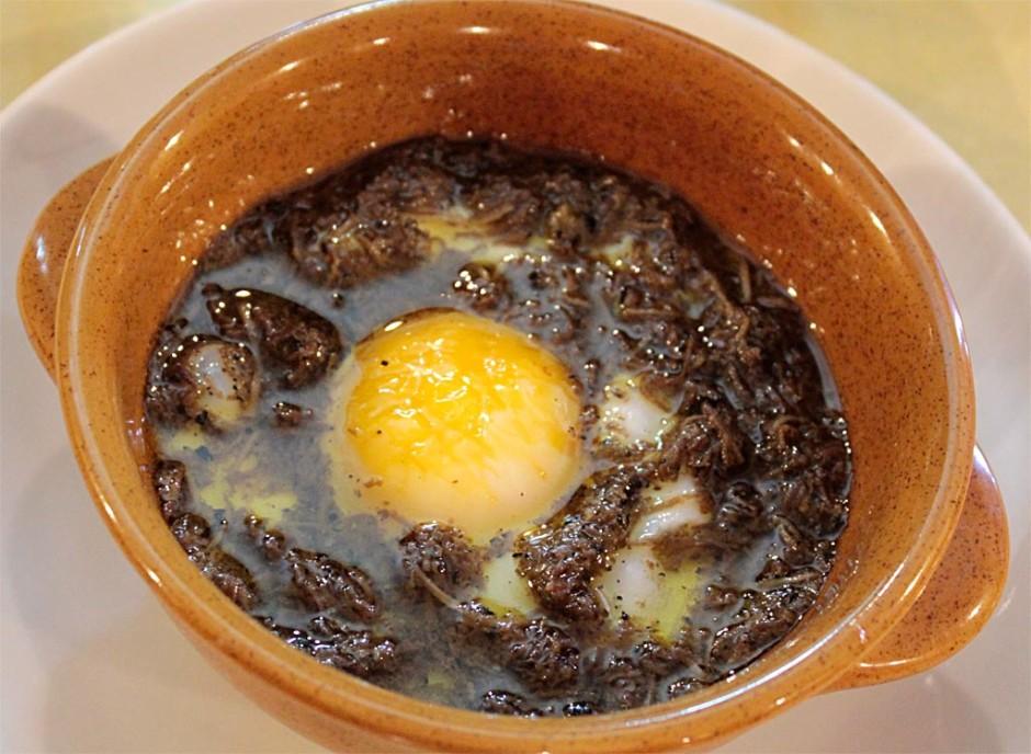uovo al tegamino con tartufo nero di Norcia
